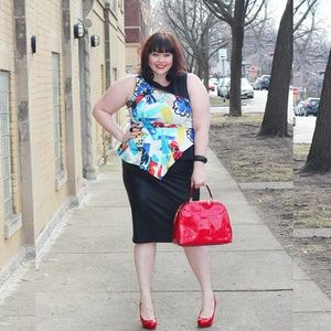 Abstract Asymmetrical ColorfulPeplum Top - size 2X